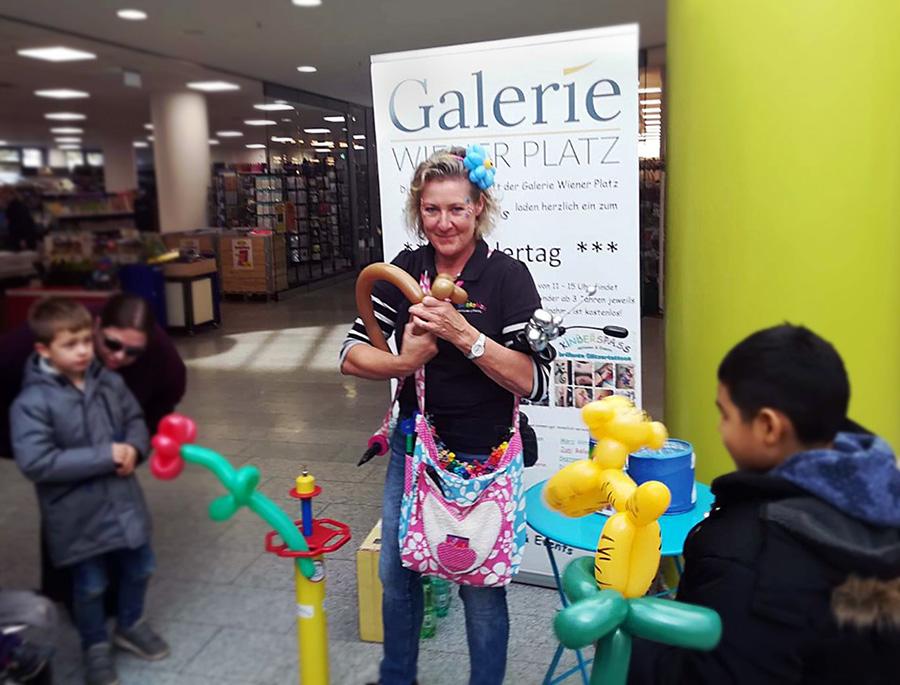 Kinderspass Galerie Wiener Platz Ballonkünstlerin