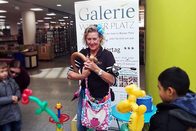 Kinderspass Galerie Wiener Platz Ballon Künstlerin